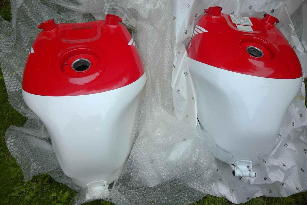 RC45 Honda RVF750 fuel tank